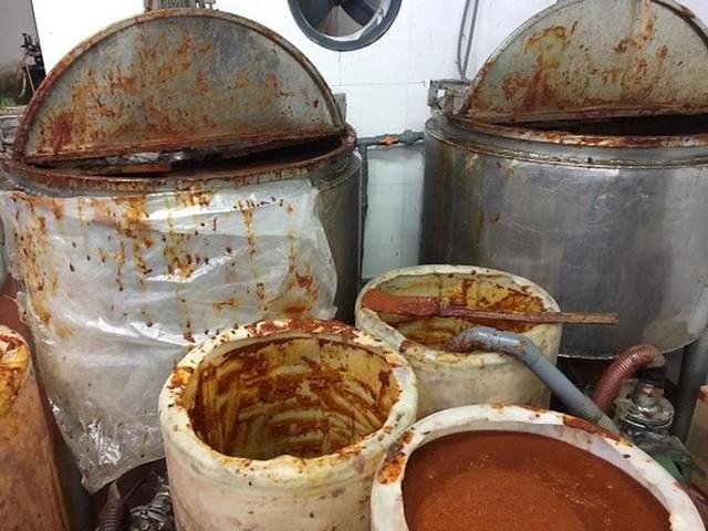 Sản xuất hàng nghìn hộp sa tế giả đưa vào nhà hàng - Ảnh 4.