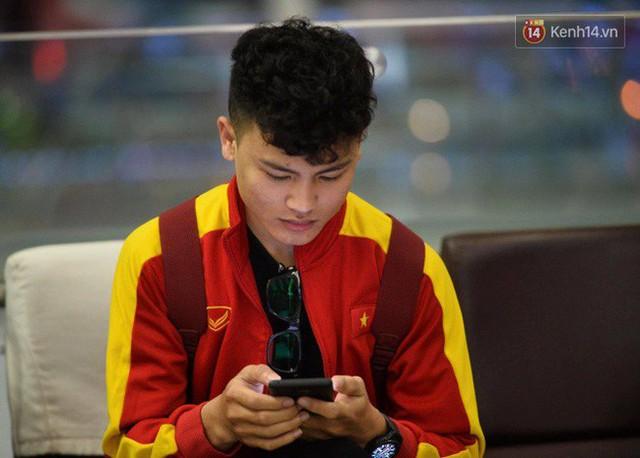 Bố mẹ Văn Hậu, Tiến Dũng và anh trai Quang Hải sang Dubai cổ vũ cho ĐT Việt Nam trong trận tứ kết Asian Cup gặp Nhật Bản - Ảnh 6.