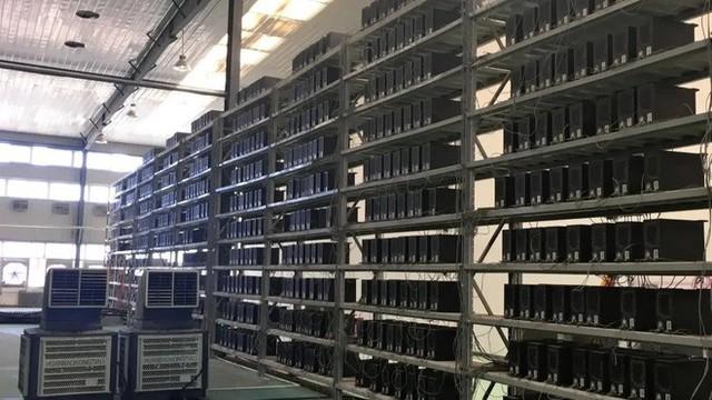 Thợ đào tiền mã hóa Trung Quốc tan giấc mộng đổi đời khi bong bóng Bitcoin vỡ - Ảnh 1.