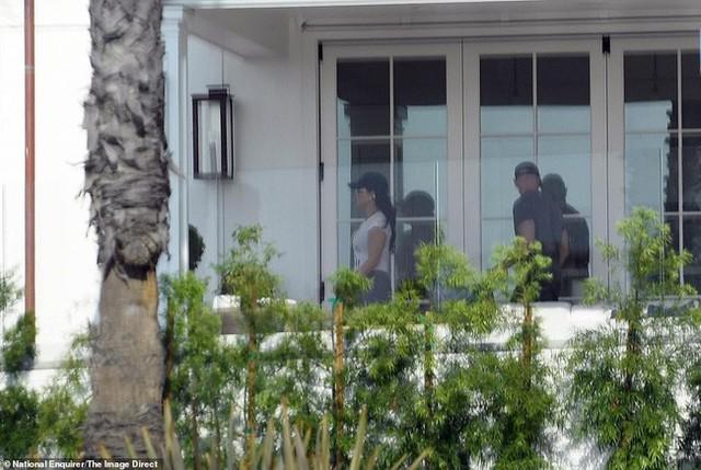Lộ ảnh tình tứ của tỷ phú Jeff Bezos cùng nhân tình trước ngày thông báo ly hôn 2 tháng - Ảnh 4.