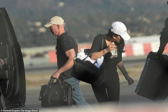Lộ ảnh tình tứ của tỷ phú Jeff Bezos cùng nhân tình trước ngày thông báo ly hôn 2 tháng - Ảnh 5.