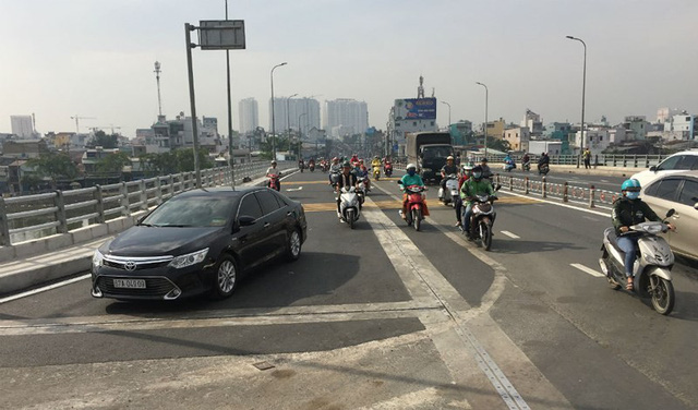 Hoàn thành mở rộng cầu Nguyễn Tri Phương trước ba tháng - Ảnh 1.