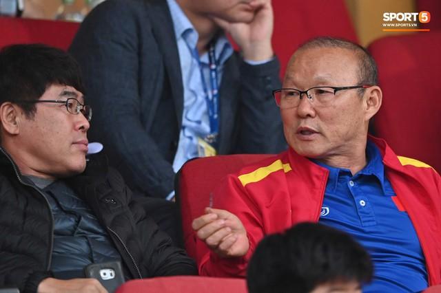 Không nghỉ ngơi, HLV Park Hang-seo tới sân theo dõi U22 Việt Nam đấu CLB quê nhà - Ảnh 2.
