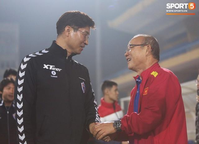 HLV Hàn Quốc: U22 Việt Nam chơi theo phong cách thầy Park, khiến Ulsan gặp khó khăn ở trận giao hữu - Ảnh 1.
