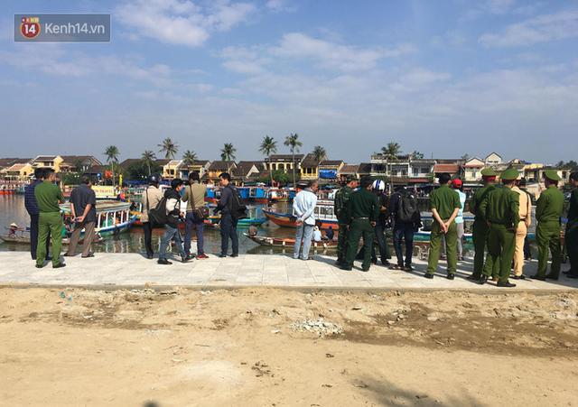 Nhói lòng 8 giờ đồng hồ trục vớt thi thể đôi vợ chồng và bé trai 6 tuổi trong ô tô lao xuống sông ở Quảng Nam - Ảnh 14.