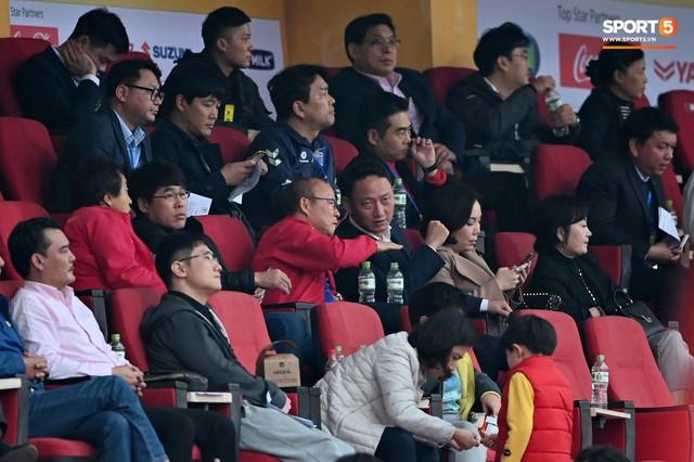 Không nghỉ ngơi, HLV Park Hang-seo tới sân theo dõi U22 Việt Nam đấu CLB quê nhà - Ảnh 3.