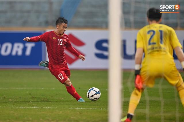 Không nghỉ ngơi, HLV Park Hang-seo tới sân theo dõi U22 Việt Nam đấu CLB quê nhà - Ảnh 4.
