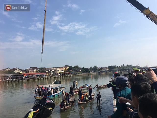 Nhói lòng 8 giờ đồng hồ trục vớt thi thể đôi vợ chồng và bé trai 6 tuổi trong ô tô lao xuống sông ở Quảng Nam - Ảnh 8.