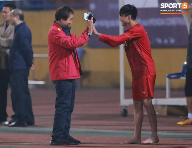 Không nghỉ ngơi, HLV Park Hang-seo tới sân theo dõi U22 Việt Nam đấu CLB quê nhà - Ảnh 10.