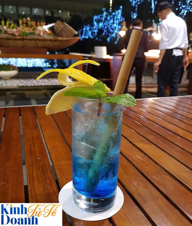 Nỗ lực ngăn chặn thảm họa thủy triều nhựa ở Việt Nam và câu chuyện về những chiếc ống hút tre trong chuỗi khách sạn sang trọng - Ảnh 2.