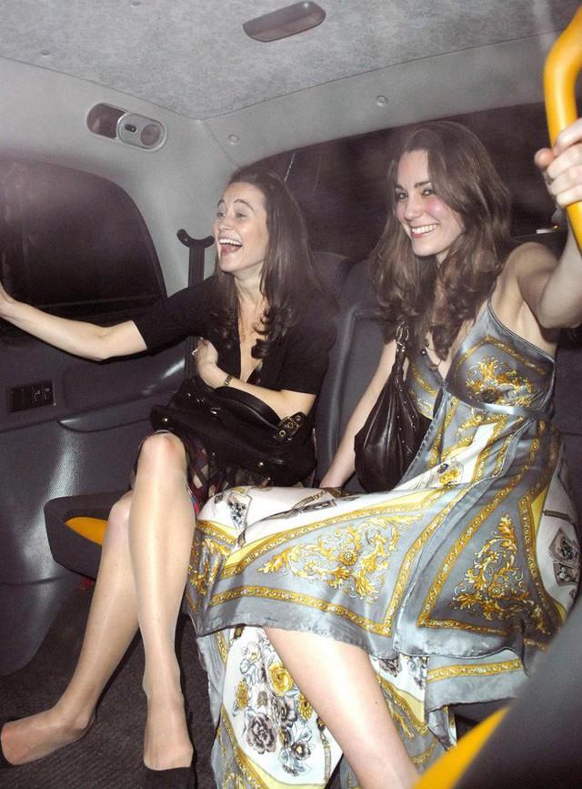Công nương Kate từng bị Hoàng gia Anh ghét bỏ vì quá khứ chơi bời, thích tiệc tùng xa hoa - Ảnh 1.
