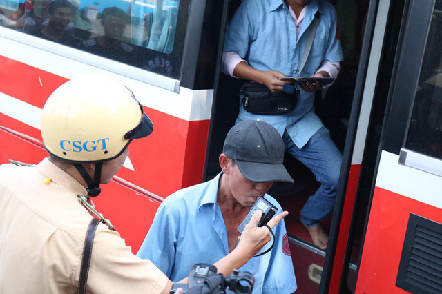Chặn kịp 1 tài xế xe khách liều mạng ở Bến Xe Miền Đông - Ảnh 1.