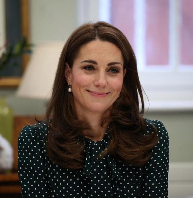 Công nương Kate từng bị Hoàng gia Anh ghét bỏ vì quá khứ chơi bời, thích tiệc tùng xa hoa - Ảnh 3.