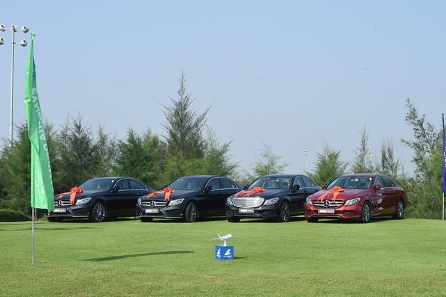 Tay golf trúng tới 4 chiếc xe Mercedes và nhận quà trị giá 10 tỷ đồng chỉ nhờ một cú đánh  - Ảnh 1.