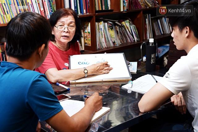 Chuyện cảm động trong lớp học miễn phí cho công nhân, tài xế nghèo ở Sài Gòn: Sáng mưu sinh tối cắp sách học chữ! - Ảnh 3.