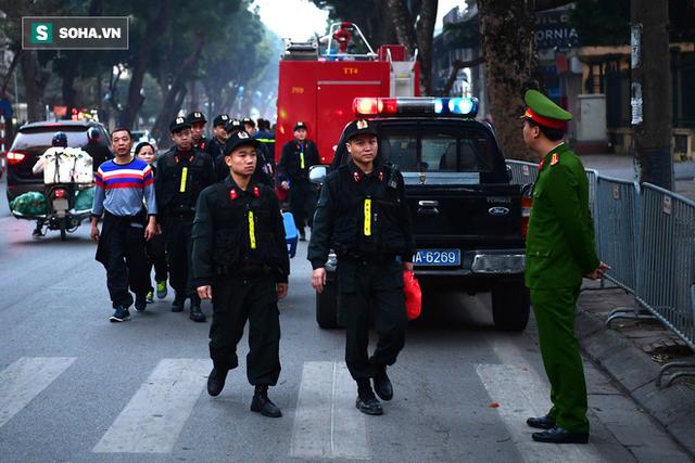 Cựu thứ trưởng Bộ Công an Trần Việt Tân đến tòa - Ảnh 5.
