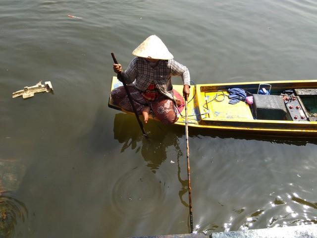 Cận cảnh đội quân ngang nhiên chích điện, bắt cá phóng sinh ngay trước mặt người thả - Ảnh 5.
