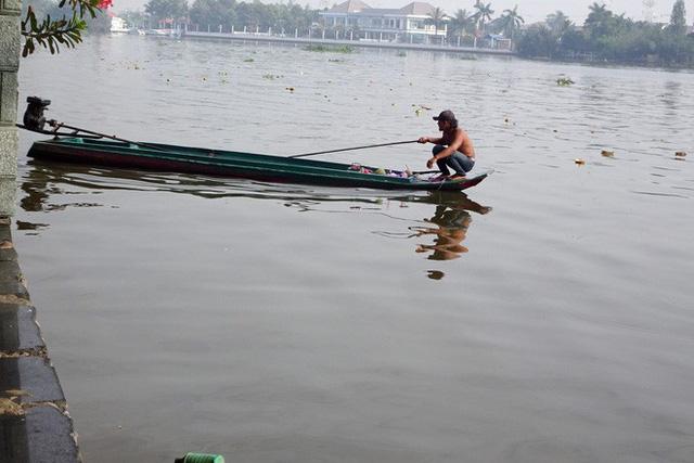 Người Sài Gòn mua cua mang đến chùa phóng sinh ngày ông Công ông Táo - Ảnh 6.
