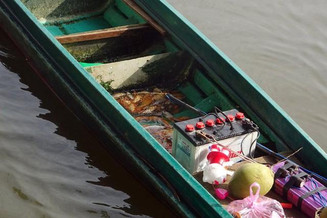 Người Sài Gòn mua cua mang đến chùa phóng sinh ngày ông Công ông Táo - Ảnh 8.