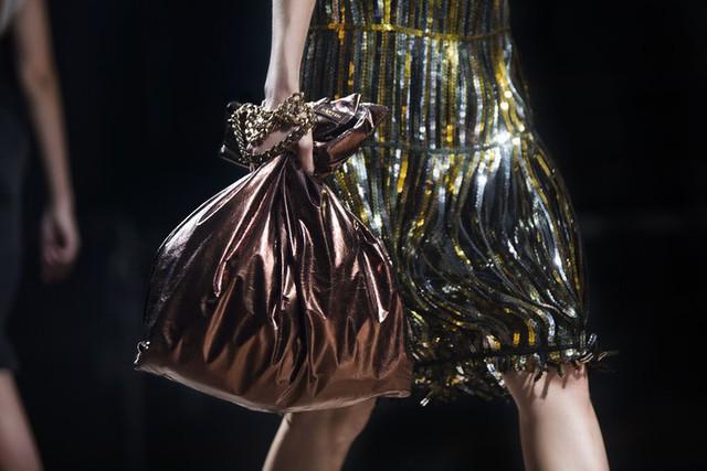 Từ hương Gucci đến đũa Versace: Những món đồ siêu độc mà chỉ hội Rich Kid mới dám sắm ngày Tết - Ảnh 10.