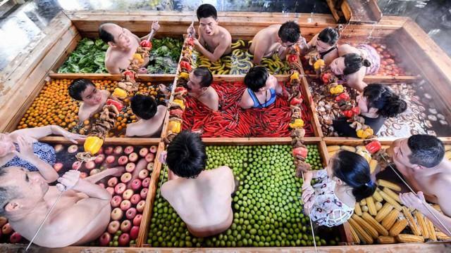 Khách sạn Trung Quốc khuyến mại món lẩu khổng lồ dịp năm mới - Ảnh 3.