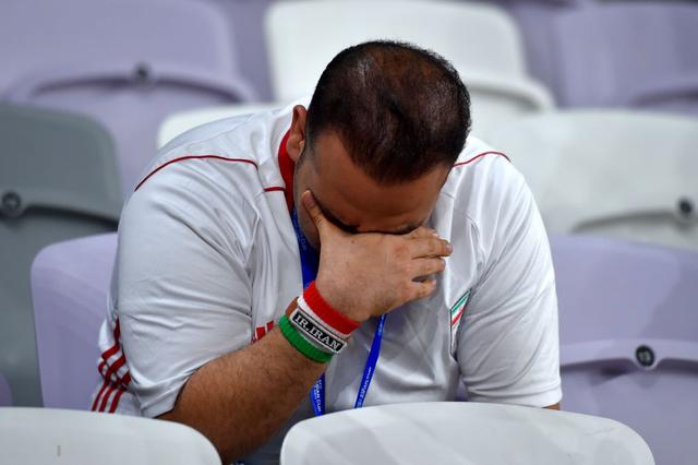 CĐV Iran giàn giụa nước mắt sau thảm bại trước Nhật Bản - Ảnh 1.