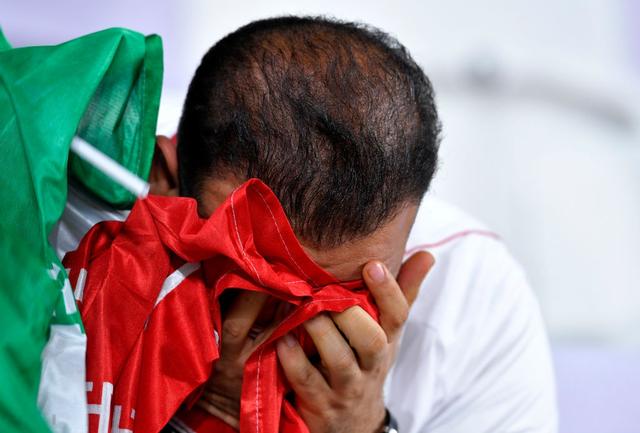 CĐV Iran giàn giụa nước mắt sau thảm bại trước Nhật Bản - Ảnh 2.