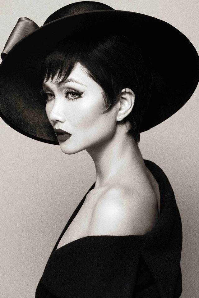 HHen Niê hóa thân thành huyền thoại Audrey Hepburn mừng ngày trở thành Hoa hậu đẹp nhất thế giới - Ảnh 13.