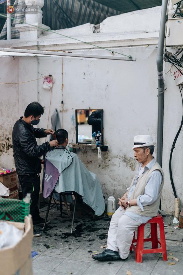 Rộn ràng không khí Tết tại chợ hoa Hàng Lược - phiên chợ truyền thống lâu đời nhất ở Hà Nội - Ảnh 20.