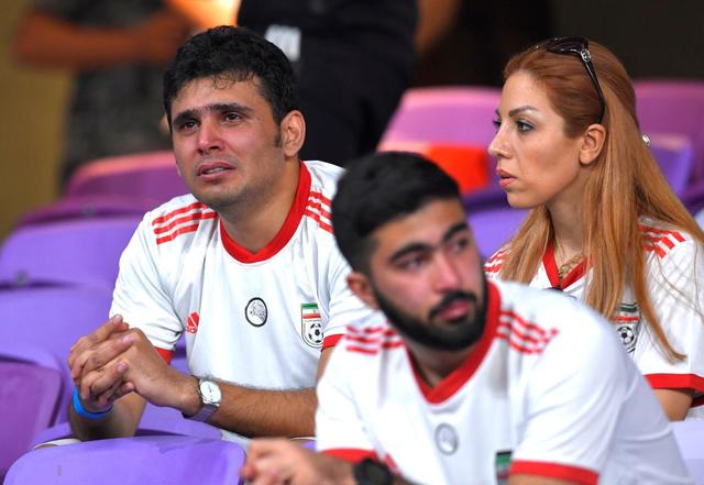 CĐV Iran giàn giụa nước mắt sau thảm bại trước Nhật Bản - Ảnh 3.