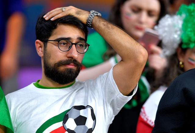 CĐV Iran giàn giụa nước mắt sau thảm bại trước Nhật Bản - Ảnh 5.