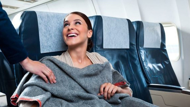 Máy bay vốn không sạch như mọi người vẫn nghĩ, hãy bỏ túi ngay 8 bí kíp phòng bệnh sau để đi lại an toàn trong dịp Tết này - Ảnh 4.