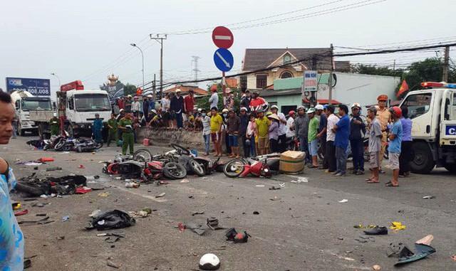 Kỳ nghỉ lễ ác mộng của các nạn nhân bị chiếc xe container tông ở Long An - Ảnh 1.