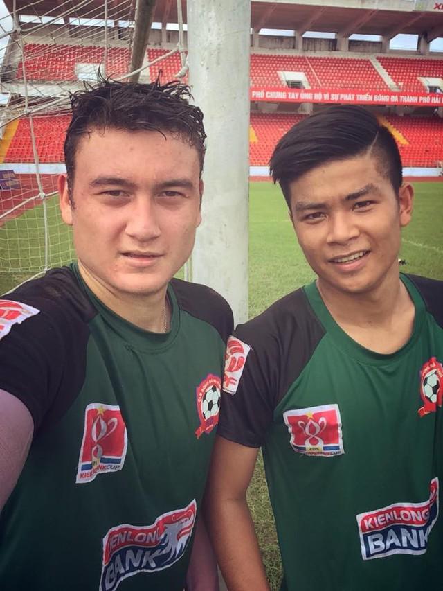 Những cột mốc của Văn Lâm tại Việt Nam: Cậu nhóc ngày nào bị hắt hủi nay mang trọng trách nâng tầm bóng đá Việt - Ảnh 4.