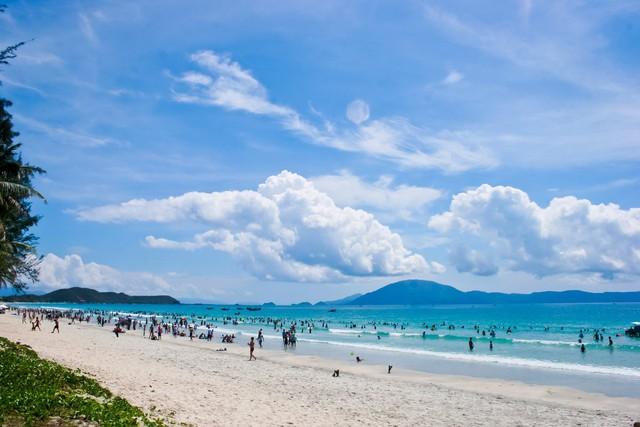 Loạt đại gia BĐS đổ vốn, mảnh đất miền Trung này đang trở thành điểm dừng chân mới của thị trường BĐS nghỉ dưỡng biển - Ảnh 1.