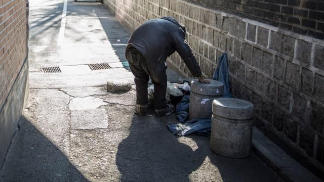 Thảm cảnh của người già Hàn Quốc: Chạy ăn từng bữa, tự tử để chấm dứt sự đày đọa - Ảnh 1.