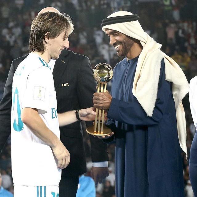 Hoàng tử UAE mua sạch vé, không cho dân Qatar vào xem bán kết Asian Cup quyền lực đến mức nào? - Ảnh 12.