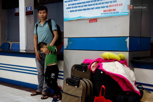 Những nụ cười ở ga Sài Gòn ngày giáp Tết: Trở về sau hơn 19 năm bôn ba nơi xứ người - Ảnh 2.