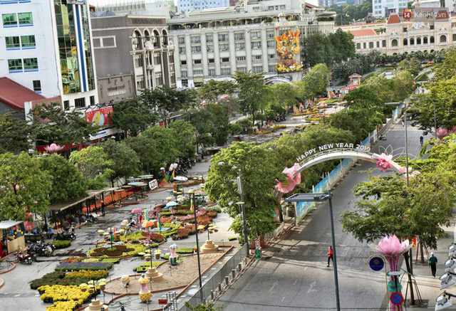 Close from Nguyen Hue Flower Road in Saigon before opening time to meet Tet Ky Hoi 2019 - Photo 1.