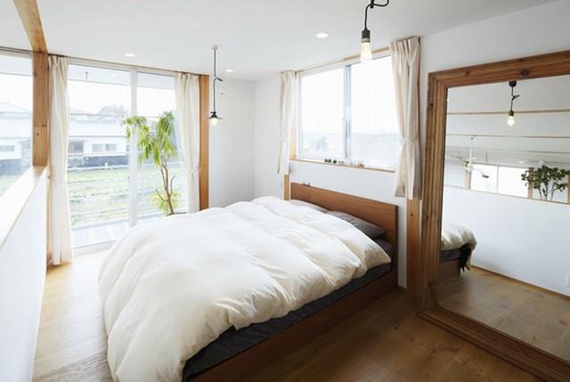 Ngôi nhà gỗ chống gió lạnh vào mùa đông - Ảnh 12.