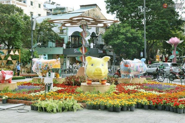 Close from Nguyen Hue Flower Road in Saigon before opening time to pick up Tet Ky Hoi 2019 - Photo 8.
