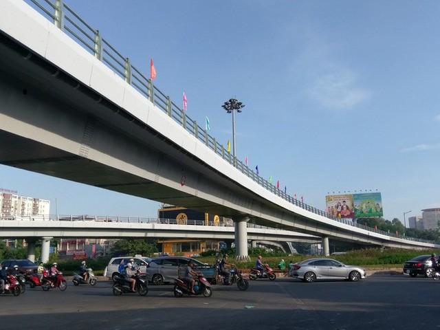 Cận cảnh những công trình mở lối giao thông tại TP HCM - Ảnh 10.