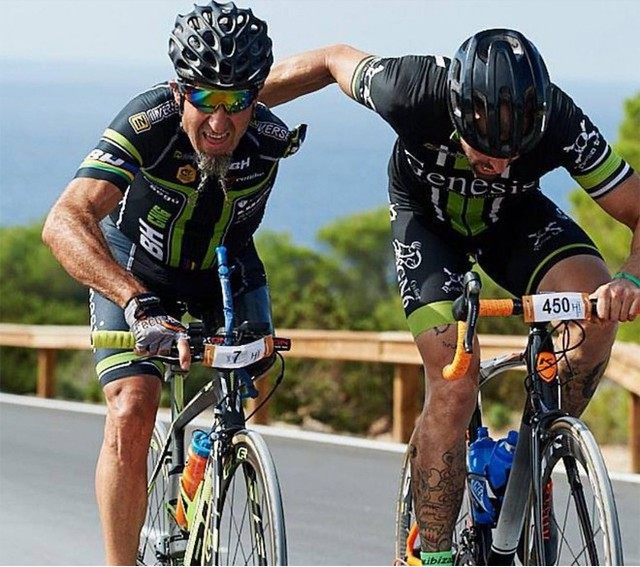 Chỉ có một chân, một tay nhưng người đàn ông này đã trở thành một tay đua xe đạp huyền thoại - Ảnh 8.