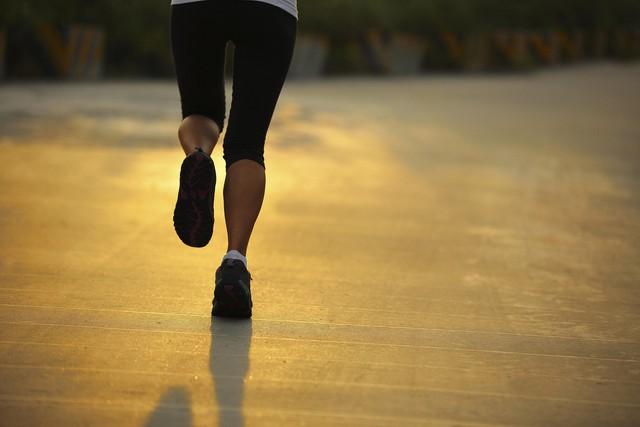 Trời lạnh thế này, tập thể dục buổi sáng hãy lưu ý những điều sau kẻo nguy hại cho sức khỏe - Ảnh 1.