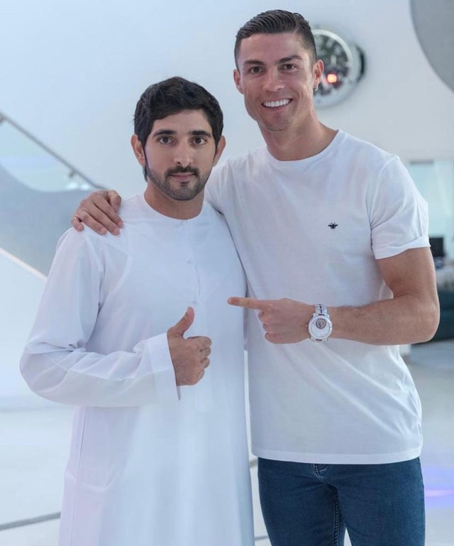 Hai trai đẹp siêu giàu trong một bức ảnh 6 triệu lượt like: Ronaldo nhiều tiền mấy cũng chỉ là muỗi so với thanh niên bên cạnh - Ảnh 1.