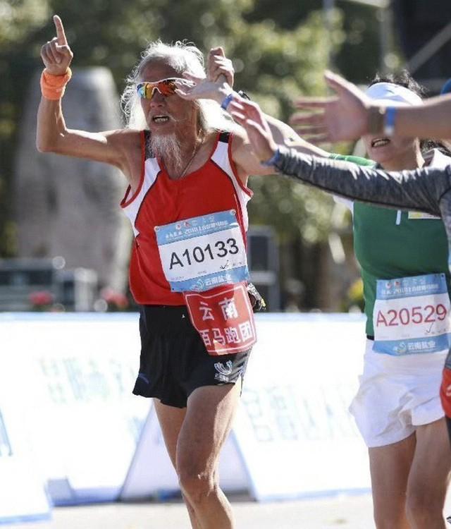 Bí quyết sống đơn giản của cụ ông chinh phục Everest ở tuổi 70, có thể đạp xe 1700km hay chạy marathon 4 tiếng liên tục - Ảnh 5.