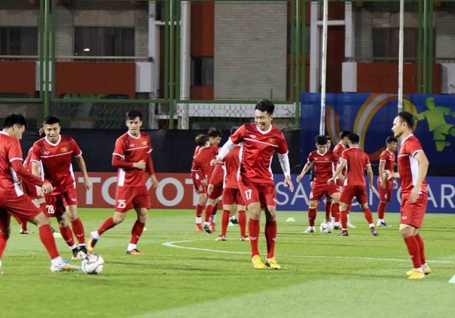 HLV Park Hang-seo vui hết cỡ, tuyển Việt Nam cười trở lại trong buổi tập đầu ở UAE - Ảnh 20.