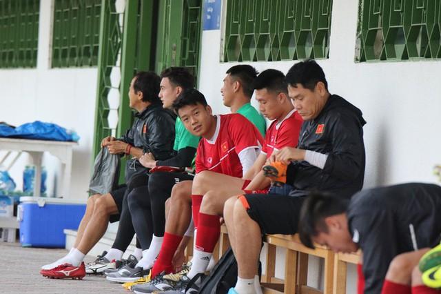 HLV Park Hang-seo vui hết cỡ, tuyển Việt Nam cười trở lại trong buổi tập đầu ở UAE - Ảnh 3.