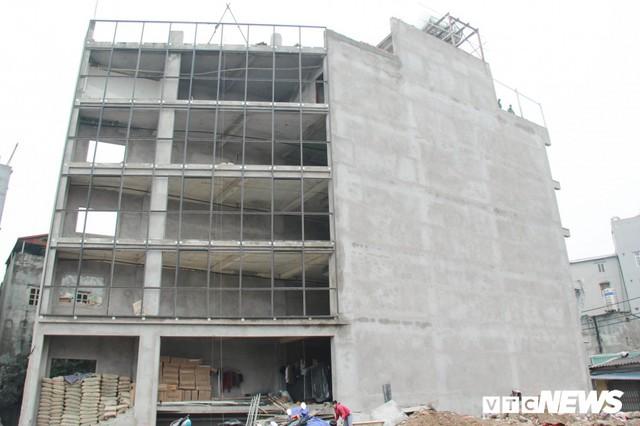 Ảnh: Đường chưa làm xong, nhà siêu mỏng, siêu méo đã mọc lên nhan nhản ở Hà Nội - Ảnh 3.