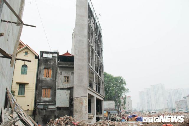Ảnh: Đường chưa làm xong, nhà siêu mỏng, siêu méo đã mọc lên nhan nhản ở Hà Nội - Ảnh 4.